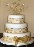 Wedding cake inspiration {via weddingcakesireland.com}