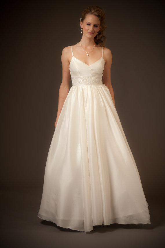 Wedding dresses for less than 500 the merry bride for Etsy dresses for weddings