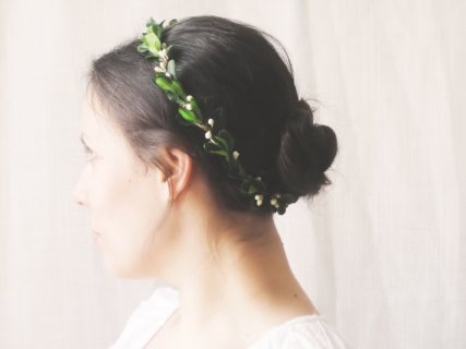 Bridal flower crown, by NoonOnTheMoon on etsy.com