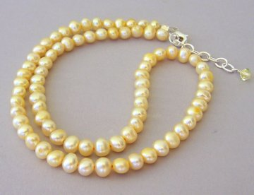 Freshwater pearl necklace, by Mindielee on etsy.com