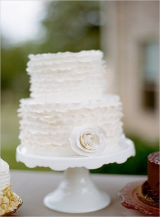 Wedding cake idea {via weddingchicks.com}