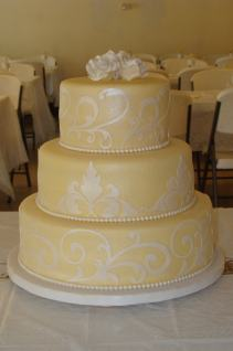 Wedding cake inspiration {via deseretdesigns.com}