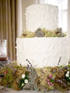 Wedding cake inspiration {via thenaturalweddingcompany.co.uk}