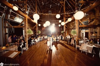 Beautiful barn wedding {via sakuraphotography.com}