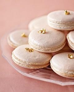 Blush and gold macarons {via onetowed.com}