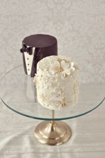 Bride and groom mini cakes {via colincowieweddings.com}