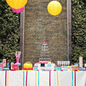 Colourful candy bar {via theknot.com}