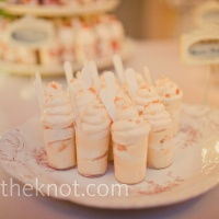 Cute idea for desserts {via theknot.com}