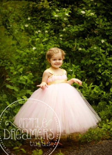 Flower girl dress, by littledreamersinc on etsy.com