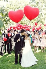 Heart balloons {Via pinterest.com/dressforwedding}
