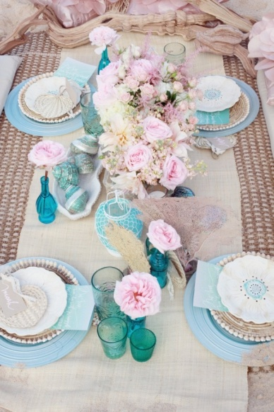 Table setting idea {via poshbridallounge.com}