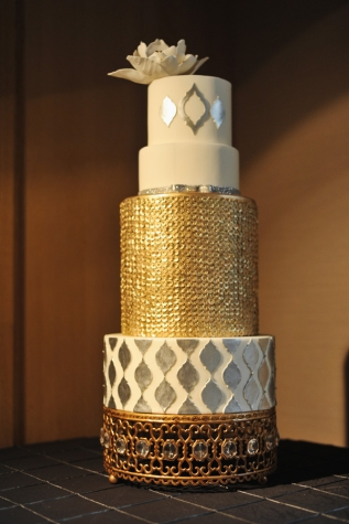 Wedding cake inspiration {via peonyeventsco.com}