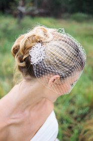 Birdcage veil and rhinestone hair comb, by BridesBoutik on etsy.com