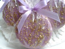 Chocolate-covered oreo wedding favours, by Sweettoothsweetie on etsy.com