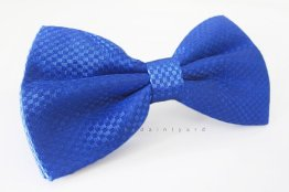 Men's bow tie, by thedaintyard on etsy.com