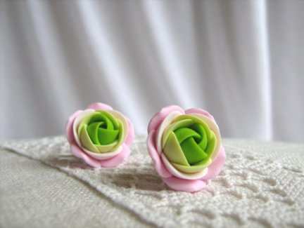 Rose earrings, by KaoriPearlRose on etsy.com