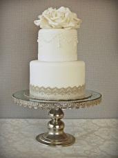 Wedding cake inspiration {via weddingpaperie.com}