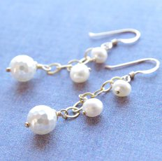 Gold and white pearl earrings - www.etsy.com/shop/JewelryBySS