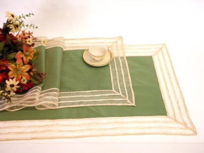 Green table runners - www.etsy.com/shop/ClassyInteriorsDeco