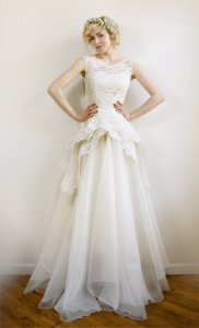 Organza and lace bridal gown - www.etsy.com/shop/Leanimal
