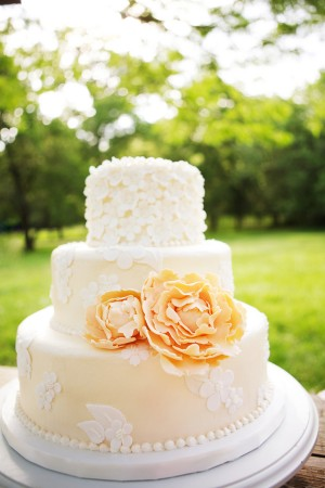 Peach wedding cake inspiration {via projectwedding.com}