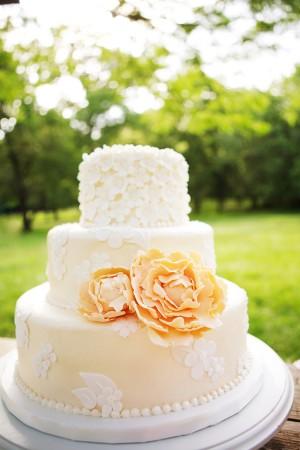 Peach wedding cake inspiration {via projectwedding.com}