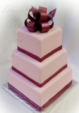 Pink and burgundy wedding cake {via dianescakesandmore.com}