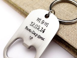 Bottle opener wedding favour - www.etsy.com/shop/BBeadazzled