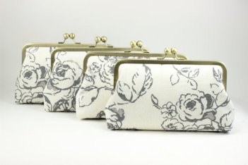 Bridesmaid clutch purses - www.etsy.com/shop/DavieandChiyo