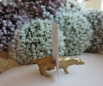 Gold escort card or table number magnetic animals - www.etsy.com/shop/OriginalAnimalMagnet