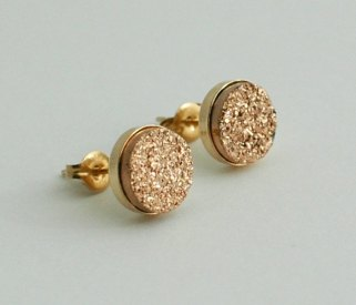 Gold stud earrings - www.etsy.com/shop/AimeeGlucina