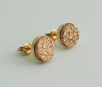 Gold stud earrings - www.etsy.com/shop/AimeeGlucina