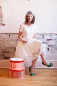 Knee-length lace wedding dress - www.etsy.com/shop/thepeppermintpretty
