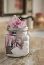 Manicure in a jar, for your bridesmaids {via soshelli.com}