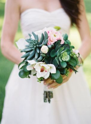 Succulent bouquet {via greylikesweddings.com}