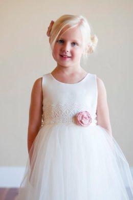 White flower girl dress - www.etsy.com/shop/gillygray