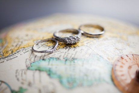 Great photo idea for a travel wedding {via glamourandgraceblog.com}