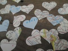 Map heart confetti - www.etsy.com/shop/Oldendesigns