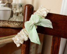 Mint and white garter - www.etsy.com/shop/lolainlace