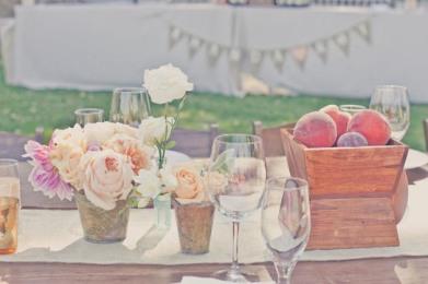 Peach and purple table setting idea {via sbchic.com}