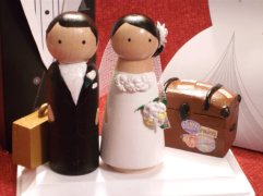 Travel wedding cake toppers - www.etsy.com/shop/IttyBittyWoodShoppe