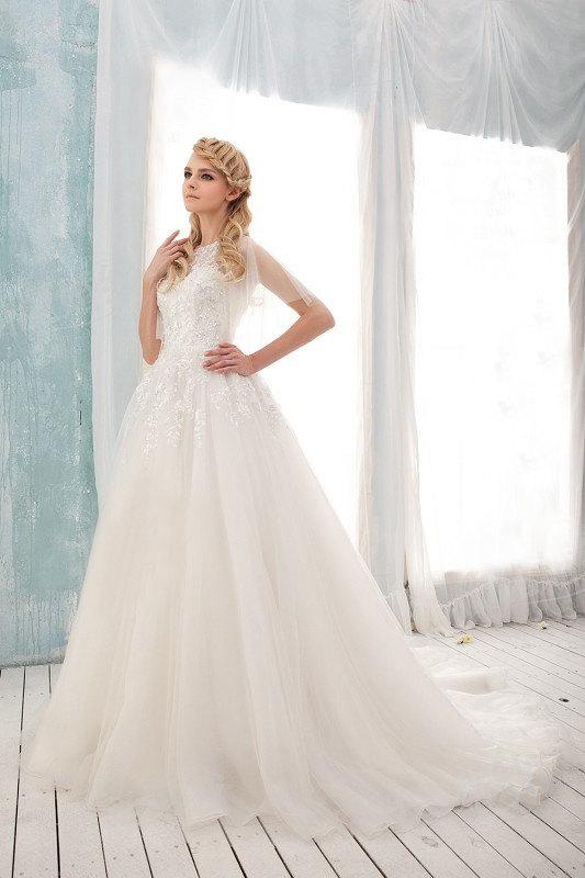Tulle wedding dress us 819 for Best etsy wedding dress shops