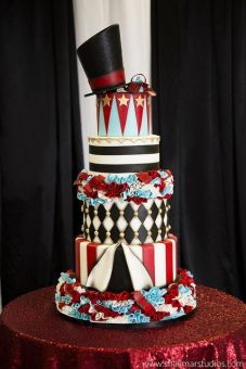 Circus wedding cake {via pinterest.com}