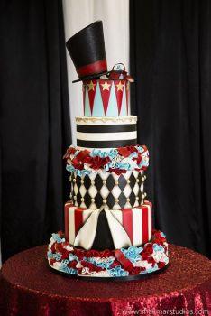 Circus wedding cake {via pinterest.com}