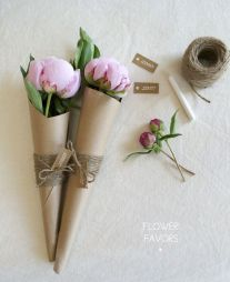 Flower favours tutorial - http://www.heyartsocial.com/diy-flower-favors