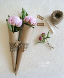 Flower favours tutorial - http://www.heyartsocial.com/diy-flower-favors
