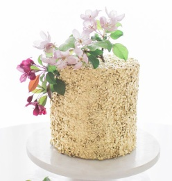 Gold sequin cake tutorial - http://thecakeblog.com/2014/06/diy-gold-sequin-cake.html