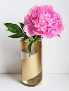 Gold striped vase tutorial - http://www.twotwentyone.net/2013/05/diy-gold-striped-vases/