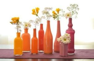 Painted bottles tutorial - http://thegeekkingdom.tumblr.com/post/48778830887/diy-painted-bottles-diy-projects-usefuldiy-com