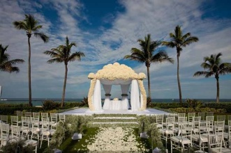 Stunning. {via weddingsbythebreakers.com}